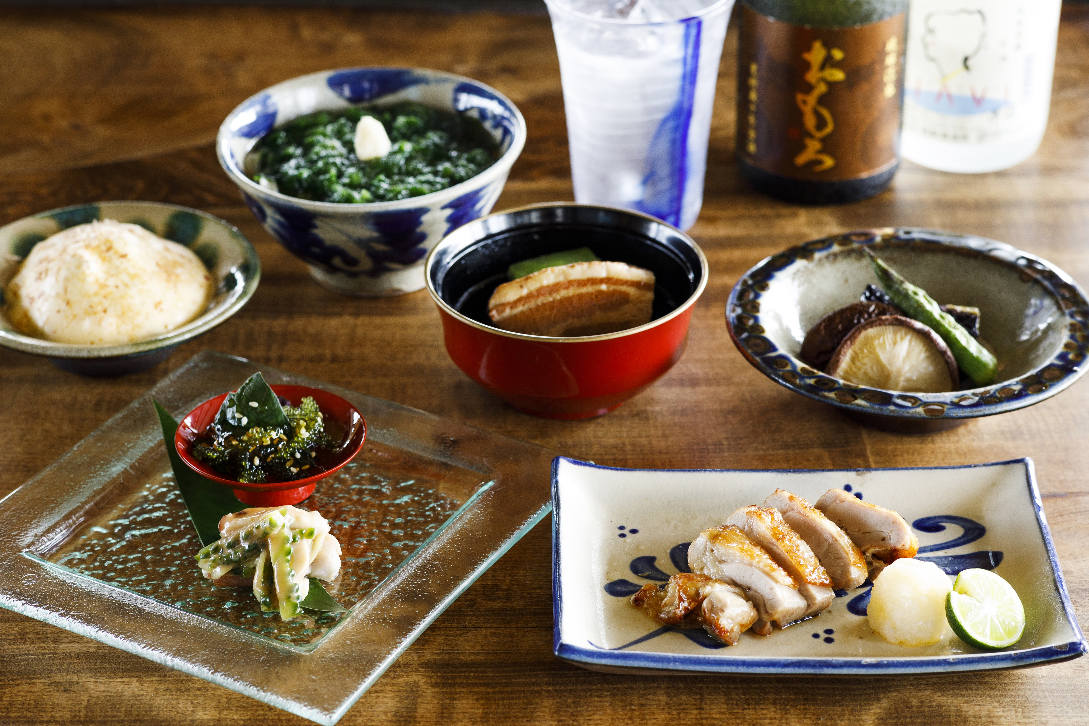 シラカチ 炉端 新たな沖縄料理を楽しめる「かんだコース」
